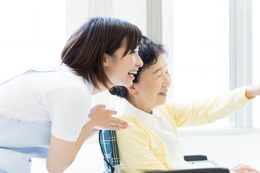 介護福祉業界で働く人の仕事を覗いてみよう!